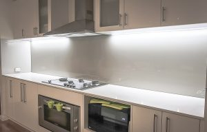 splashbacks in glass with white coloured