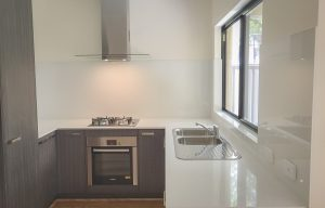 Kitchen glass splashbacks in white colour
