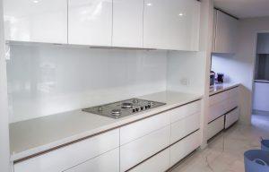 Kitchen splashbacks in white colour