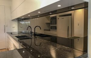 Toughened mirrored kitchen glass splashbacks
