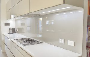 Silver kitchen splashbacks