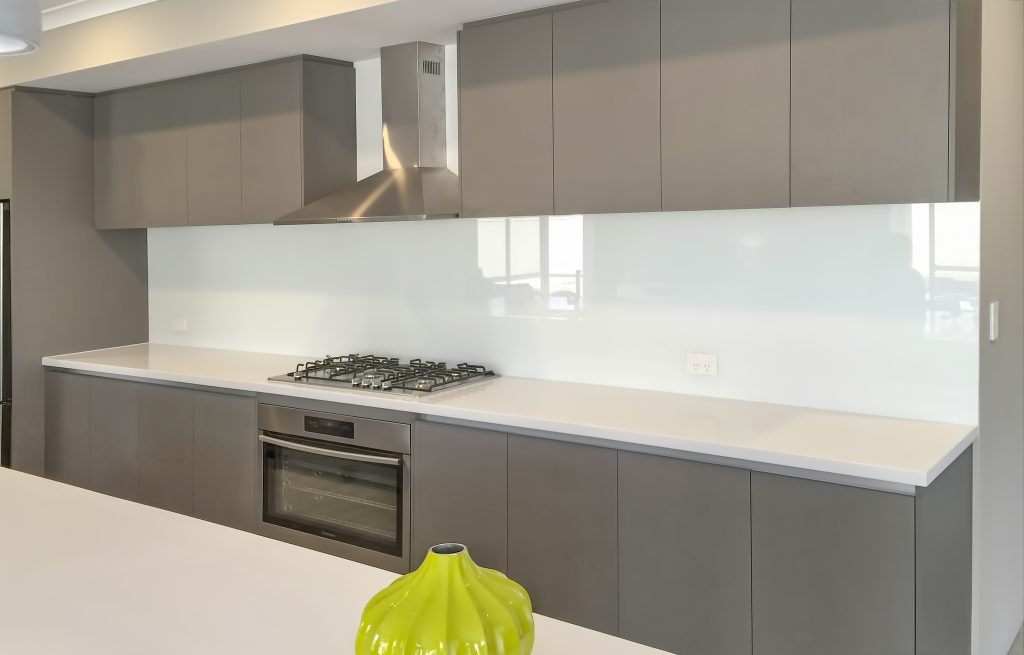 Glass Splashback Kitchen Color Schemes